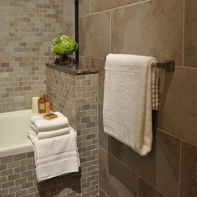 Клеить плитку в ванной своими руками
