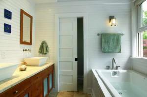 Ванная с раздвижной дверью