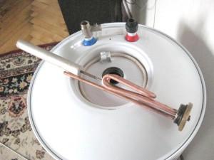 Анод из магния, установленный в бойлере