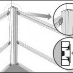 Второй шаг установки панелей - начинаем установку панелей с угла
