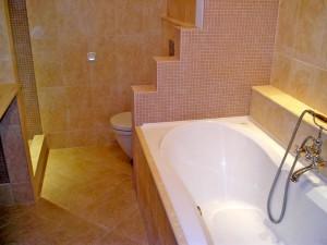 Пример использования гипсокартона в качестве материала для создания перегородки для ванной