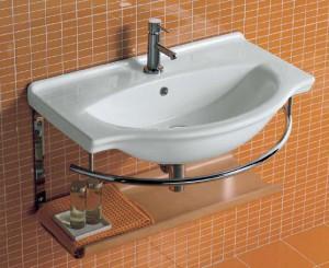 Badkamer Gootsteen Kast : Ga onder de gootsteen in de badkamer staan
