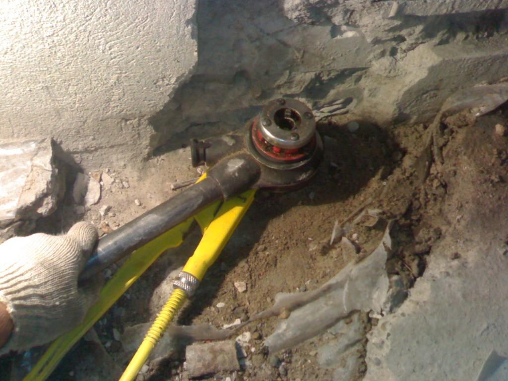 Демонтаж металлической трубы котельной