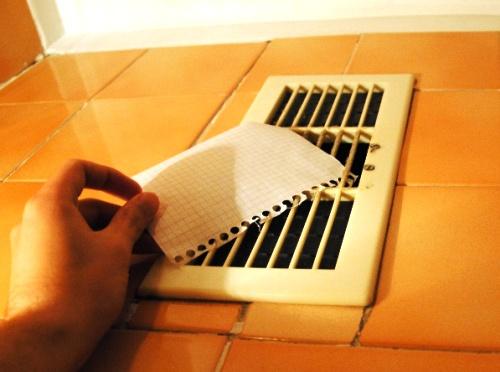 Проверка естественной вентиляции ванной комнаты и туалета