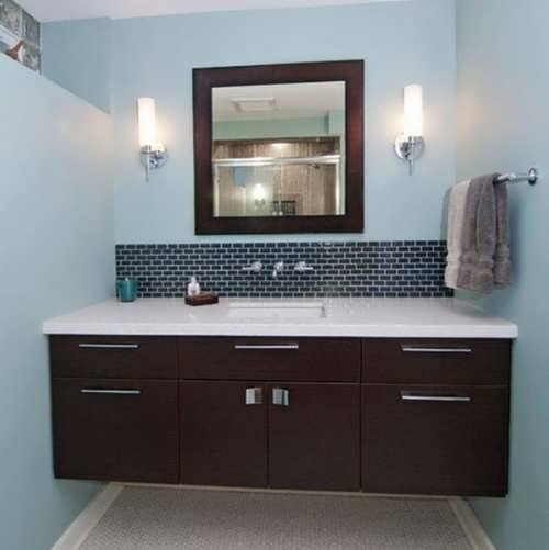 Интерьер ванной со шкафом во всю ширину комнаты