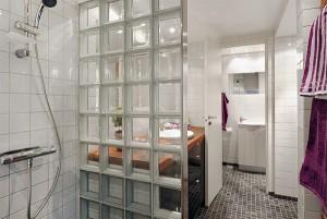 Пример перегородки для ванной комнаты из каленого стекла