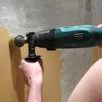 Первый шаг - чистим стену от старой краски