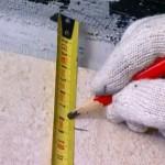 Установка потолка шаг 1 - определяем уровень конструкции и наносим отметки