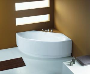 Минимал дизайн ванной комнаты с угловой ванной