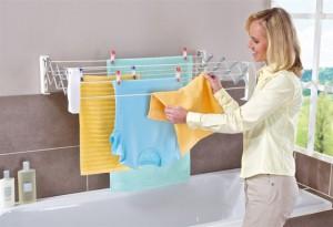 Фотография консольной конструкции для сушки белья, установленной в ванной комнате