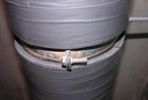 Фото канализационной трубы, которую обклеили шумоизоляцией