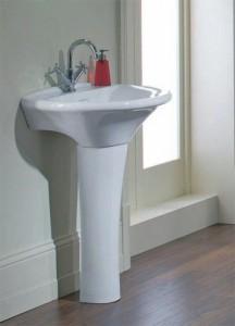 Фотография раковины в форме тюльпана с пьедесталом в ванной комнате