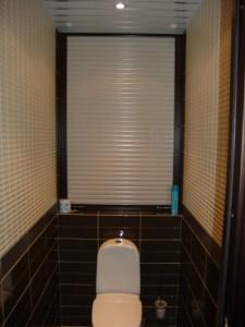 Фото дизайна туалета, с установленными сантехническими рольставнями