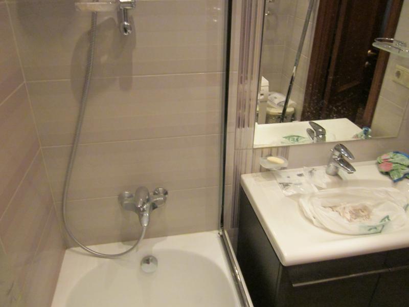 Стеклянная шторка для ванной своими руками 258