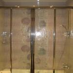 Установка шторки шаг 4 - монтируем саму стеклянную шторку