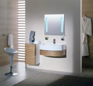 Интерьер ванной, в которой используются навесные шкафы