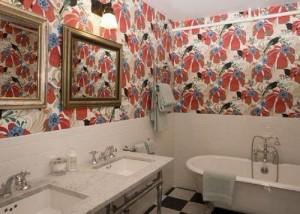 Интерьер ванной комнаты с самоклеющейся пленкой