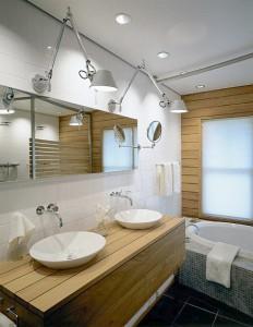 Фото ванной комнаты, где освещение создает несколько зон