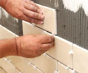 Фото правильного использования крестиков для соблюдения расстояний между плитками