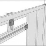 Монтаж панелей шаг 4: поверх конструкции устанавливаем планку обшивки