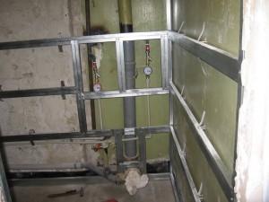 Фото помещения, подготовленного для отделки ПВХ панелями