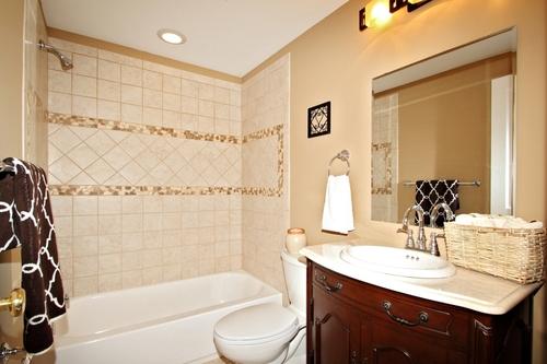 как в ванной разместить настенный светильник фото