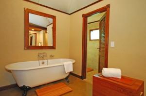 Оформленные стены в ванной комнате
