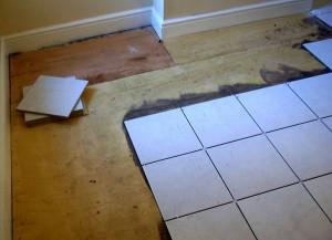 Процедура укладки плитки на деревянный пол