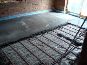 Процедура установки водяного теплого пола, сверху которого будет уложена плитка