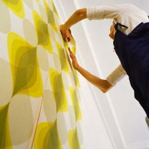 Процедура оклейки стены самоклеющейся пленкой