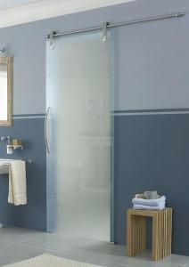 Дверь в ванную комнату, сделанная из стекла