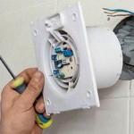 Установка шаг 1 - в готовое вентиляционное отверстие необходимо установить вентилятор