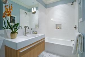 Фотография дизайна ванной комнаты с использованием белой плитки