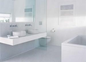 Пример дизайна ванной комнаты в белом цвете