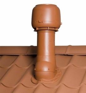 Установленный фановый стояк на крыше дома
