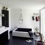 Пример черно-белого дизайна ванной