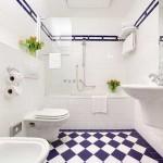 Фотография интерьера ванной комнаты в белом цвете