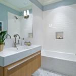 Фотография интерьера ванной комнаты в белых тонах