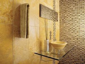Фото использования комбинации мозаики и кафеля в ванной