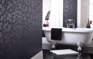 Пример отделки стен в ванной обоями