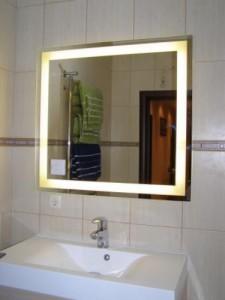 Фотография зеркала с подсветкой