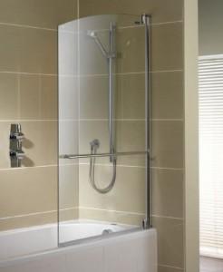 Распашные стеклянные шторки для ванной
