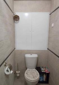 Сантехнический люк в туалете