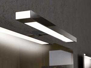 Фото светодиодной лампы в ванной комнате над зеркалом