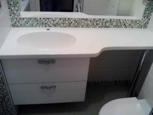 Навесная тумба в ванной