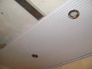 Фото монтажа ПВХ панелей на потолок