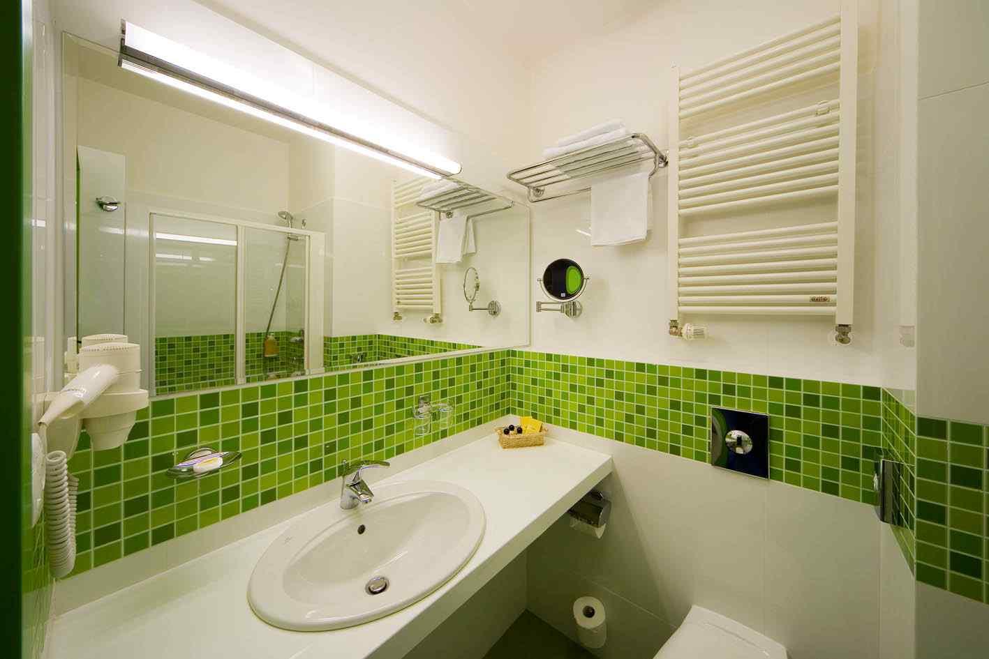 Ремонт в ванной в зеленом цвете