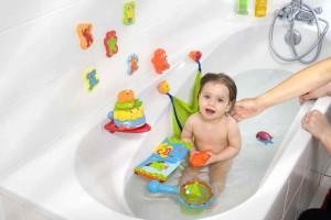 Фото ребенка с игрушками
