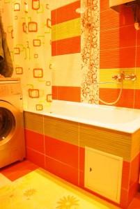 Оранжевый цвет ванной комнаты