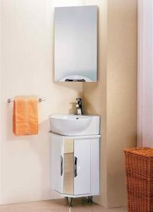 Угловой шкаф в ванной комнате